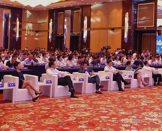 700多位中央及地方新闻网站和主要商业网站代表、专家学者、运营商代表齐聚甬城